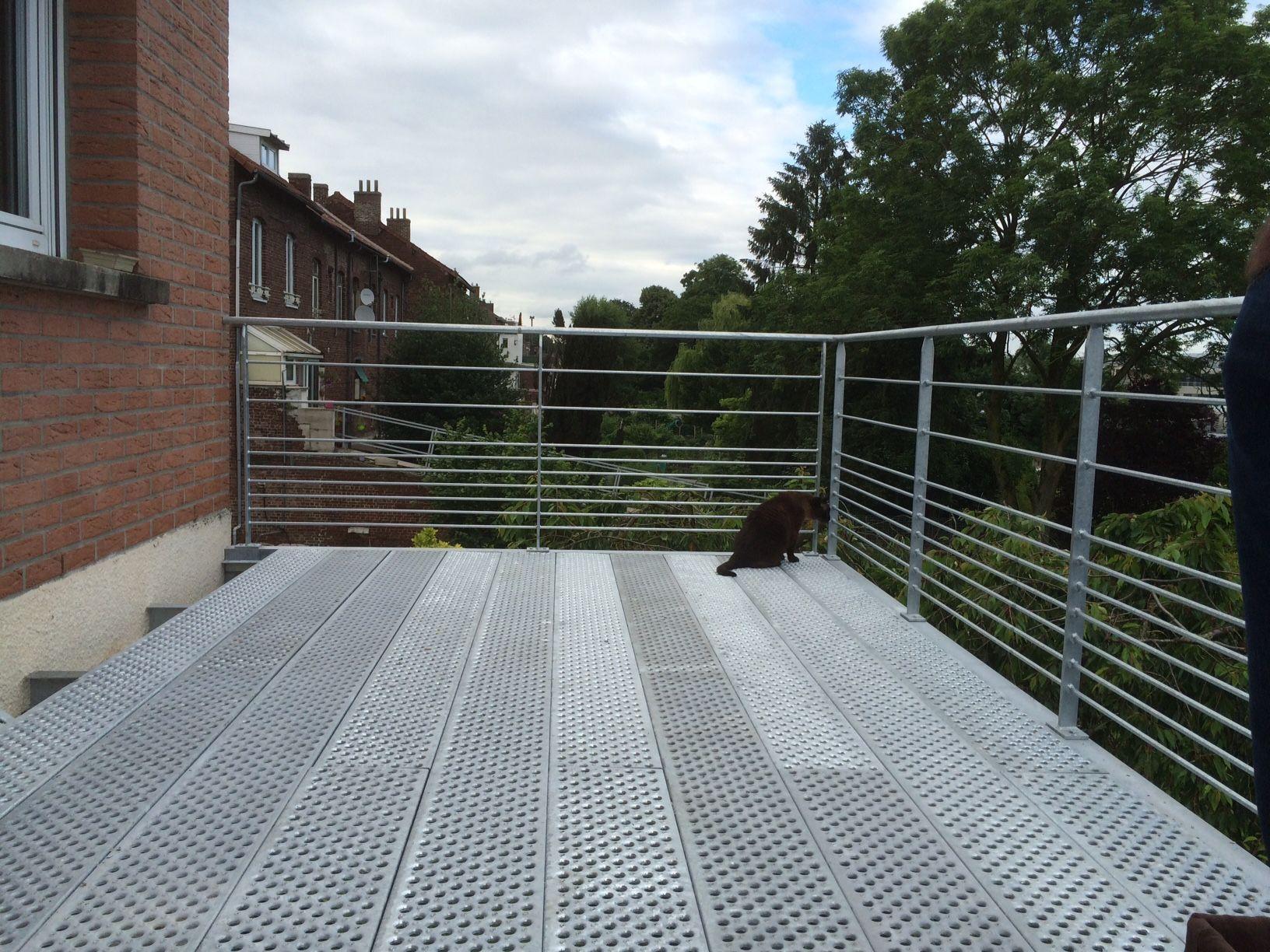 terrasse suspendue cool terrasse suspendue sur pilotis terrasse socobois with terrasse. Black Bedroom Furniture Sets. Home Design Ideas
